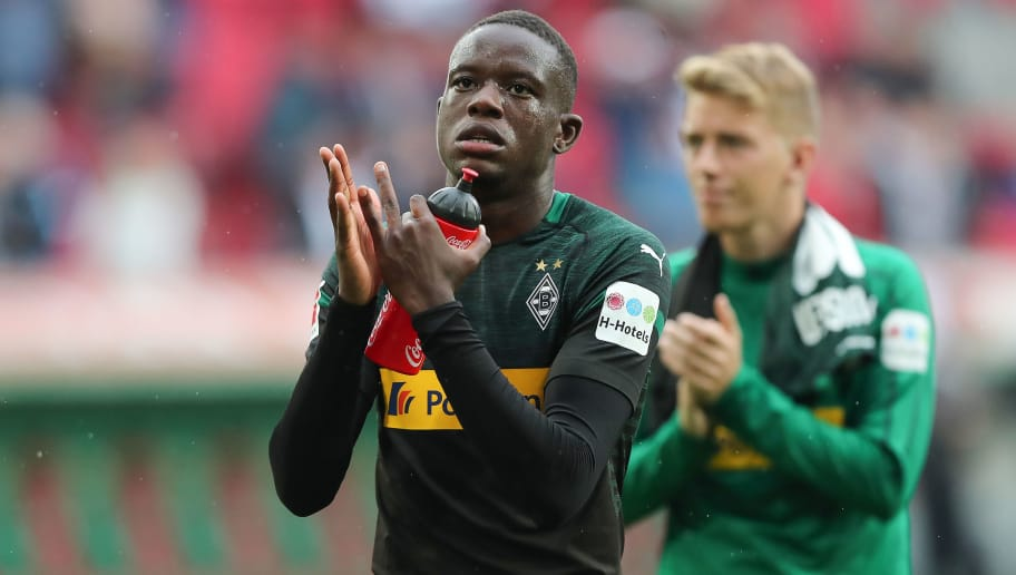 AUGSBURG, GERMANY - SEPTEMBER 01: Denis Zakaria of Moenchengladbach thanks to the fans after the Bundesliga match between FC Augsburg and Borussia Moenchengladbach at WWK-Arena on September 1, 2018 in Augsburg, Germany. (Photo by Christian Kaspar-Bartke/Bongarts/Getty Images)