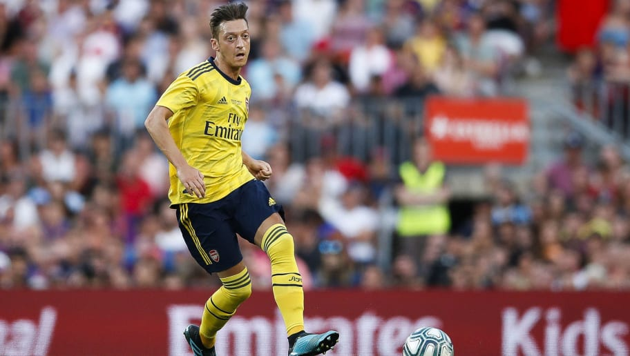 Mesut Ozil Refutes Transfer Rumours, says 'He Will Stay at Arsenal Until 2021'