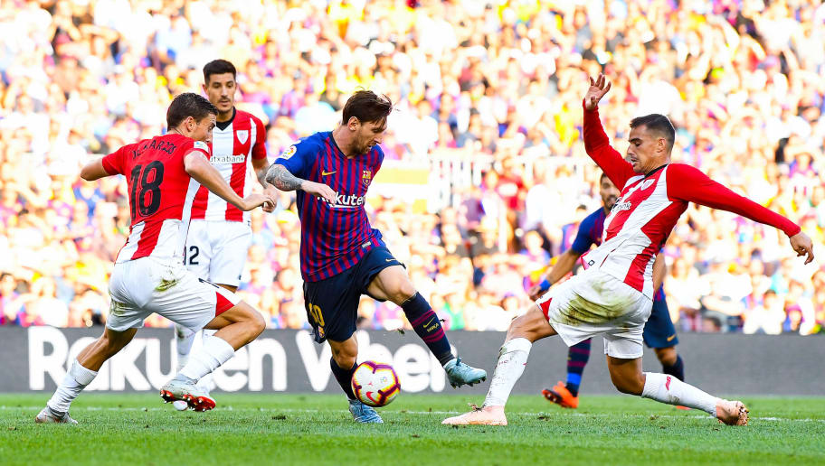 BARCELONA, SPAIN - SEPTEMBER 29:  Lionel Messi of FC Barcelona competes for the ball with Oscar de Marcos (L) and Dani Garcia of Athletic Club during the La Liga match between FC Barcelona and Athletic Club at Camp Nou on September 29, 2018 in Barcelona, Spain.  (Photo by David Ramos/Getty Images)