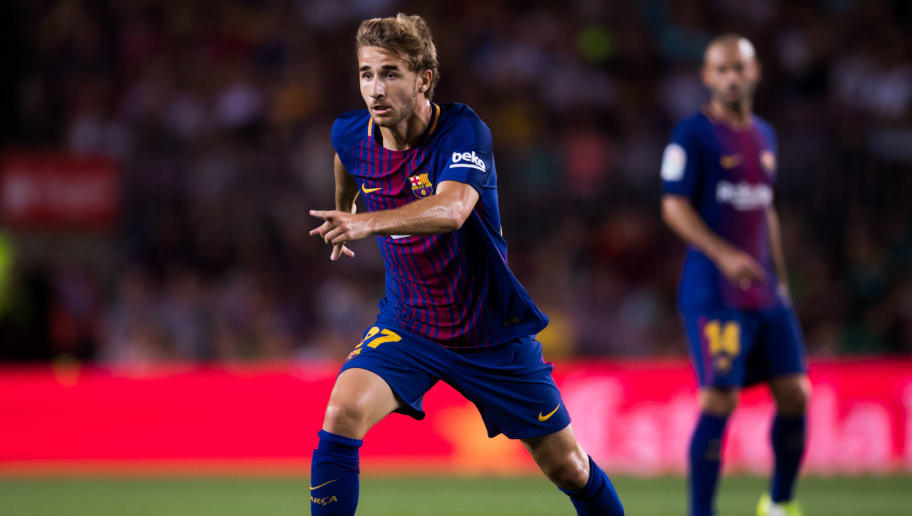 BARCELONA, SPAIN - AUGUST 07: Sergi Samper of FC Barcelona conducts the ball during the Joan Gamper Trophy match between FC Barcelona and Chapecoense at Camp Nou stadium on August 7, 2017 in Barcelona, Spain. (Photo by Alex Caparros/Getty Images)
