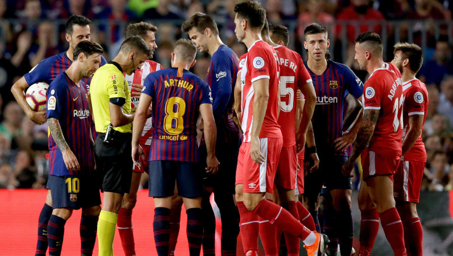 BARCELONA, SPAIN - SEPTEMBER 23: Clement Lenglet of FC Barcelona receives a red card from referee Gil Manzano during the La Liga Santander  match between FC Barcelona v Girona at the Camp Nou on September 23, 2018 in Barcelona Spain (Photo by Jeroen Meuwsen/Soccrates/Getty Images)