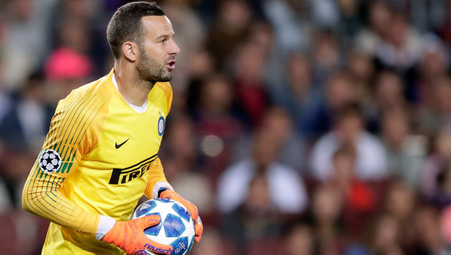 BARCELONA, SPAIN - OCTOBER 24: Samir Handanovic of Internazionale  during the UEFA Champions League  match between FC Barcelona v Internazionale at the Camp Nou on October 24, 2018 in Barcelona Spain (Photo by Jeroen Meuwsen/Soccrates/Getty Images)