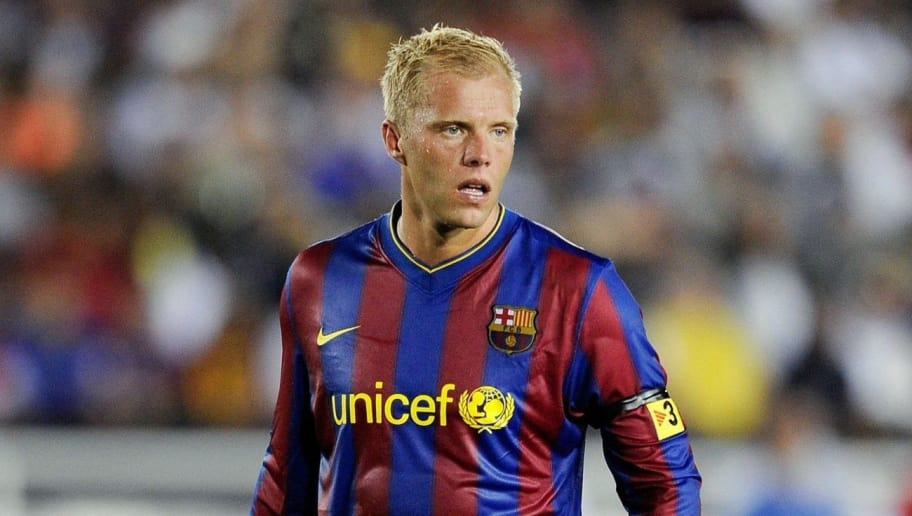 PASADENA, CA - AUGUST 01:  Eidur Gudjohnsen  #7 of FC Barcelona in action against the Los Angeles Galaxy during the international friendly soccer match at the Rose Bowl on August 1, 2009 in Pasadena, California.  (Photo by Kevork Djansezian/Getty Images)
