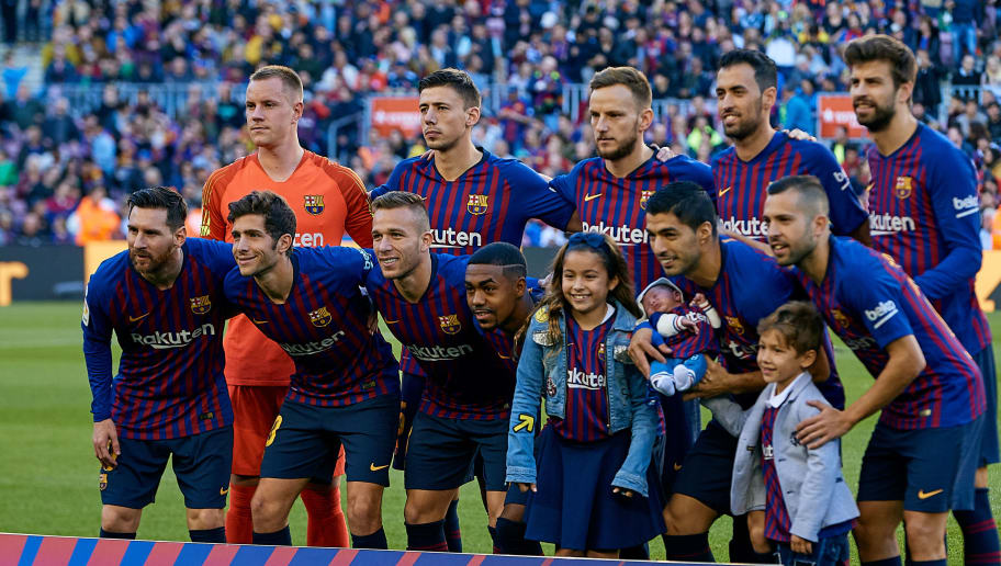 BARCELONA, SPAIN - NOVEMBER 11: FC Barcelona team line up prior to the La Liga match between FC Barcelona and Real Betis Balompie at Camp Nou on November 11, 2018 in Barcelona, Spain. (Photo by David Aliaga/MB Media/Getty Images)