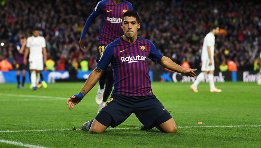 BARCELONA, SPAIN - OCTOBER 28:  Luis Suarez of Barcelona celebrates scoring his sides third goal  during the La Liga match between FC Barcelona and Real Madrid CF at Camp Nou on October 28, 2018 in Barcelona, Spain.  (Photo by David Ramos/Getty Images)