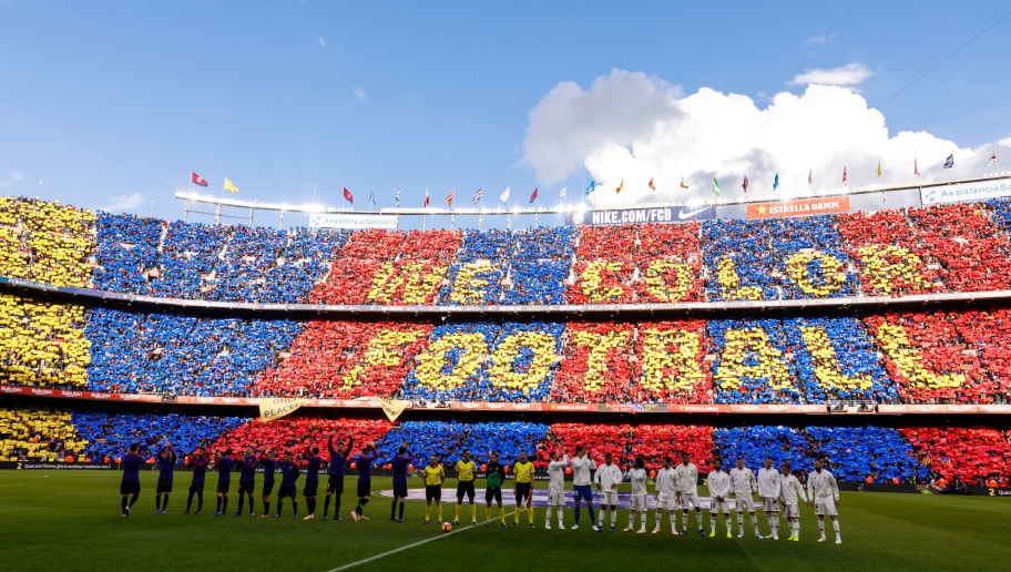 BARCELONA, SPAIN - OCTOBER 28: Players of Barcelona and of Real Madrid line up prior the La Liga match between FC Barcelona and Real Madrid CF at Camp Nou on October 28, 2018 in Barcelona, Spain. (Photo by TF-Images/Getty Images)