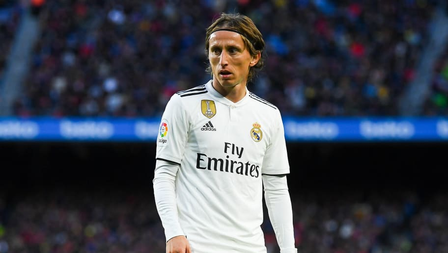 BARCELONA, SPAIN - OCTOBER 28:  Luka Modric of Real Madrid CF looks on during the La Liga match between FC Barcelona and Real Madrid CF at Camp Nou on October 28, 2018 in Barcelona, Spain.  (Photo by David Ramos/Getty Images)