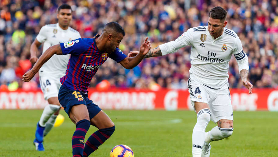 BARCELONA, SPAIN - OCTOBER 28: Rafinha of Barcelona, Sergio Ramos of Real Madrid battle for the ball during the La Liga match between FC Barcelona and Real Madrid CF at Camp Nou on October 28, 2018 in Barcelona, Spain. (Photo by TF-Images/Getty Images)