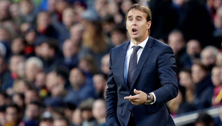 BARCELONA, SPAIN - OCTOBER 28: coach Julen Lopetegui of Real Madrid  during the La Liga Santander  match between FC Barcelona v Real Madrid at the Camp Nou on October 28, 2018 in Barcelona Spain (Photo by David S. Bustamante/Soccrates/Getty Images)