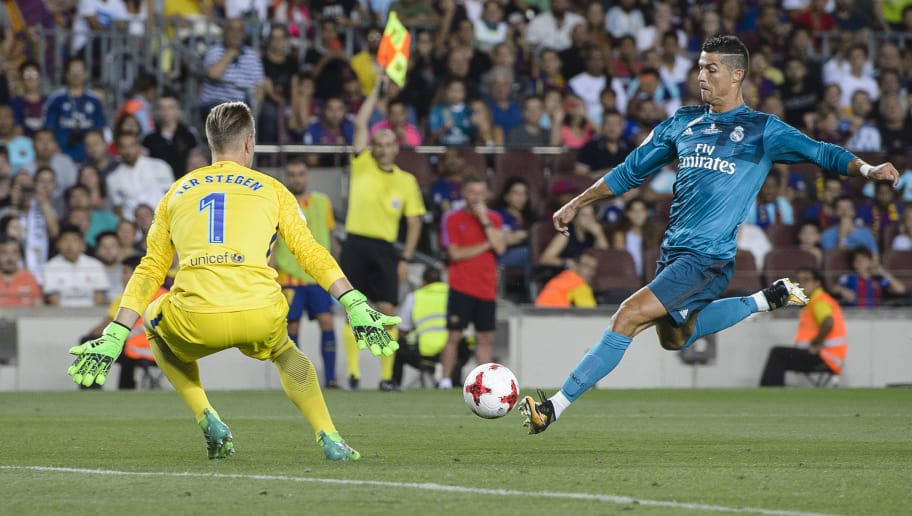 BARCELONA, SPAIN - AUGUST 13: Cristiano Ronaldo of Real Madrid (R) in action during the Supercopa de Espana Final 1st Leg match between FC Barcelona and Real Madrid at Camp Nou on August 13, 2017 in Barcelona, Spain. (Photo by Marcio Rodrigo Machado/Power Sport Images/Getty Images,)