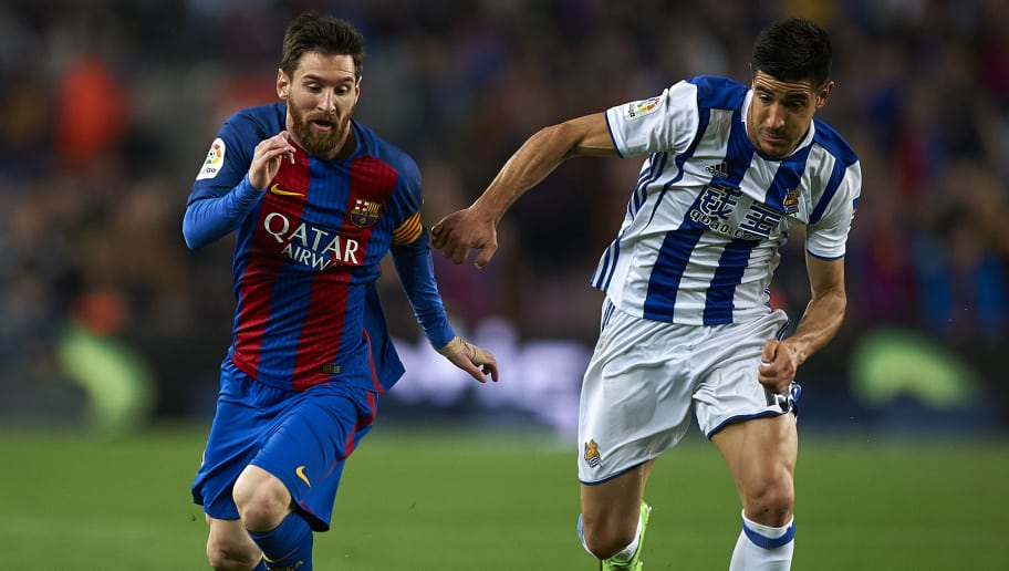 BARCELONA, SPAIN - APRIL 15:  Lionel Messi (L) of Barcelona competes for the ball with Yuri Berchiche Izeta of Real Sociedad during the La Liga match between FC Barcelona and Real Sociedad de Futbol at Camp Nou Stadium on April 15, 2017 in Barcelona, Spain.  (Photo by fotopress/Getty Images)