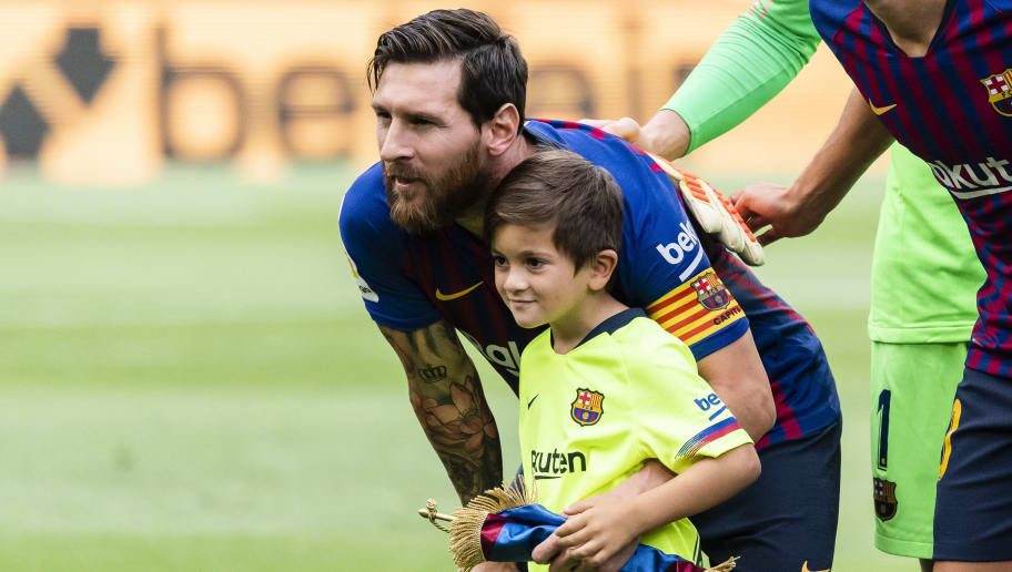 BARCELONA, SPAIN - SEPTEMBER 02: Lionel Andres Messi of FC Barcelona poses for photo with his son, Thiago Messi, prior to the La Liga 2018-19 match between FC Barcelona and SD Huesca at Camp Nou on 02 September 2018 in Barcelona, Spain. (Photo by Power Sport Images/Getty Images)