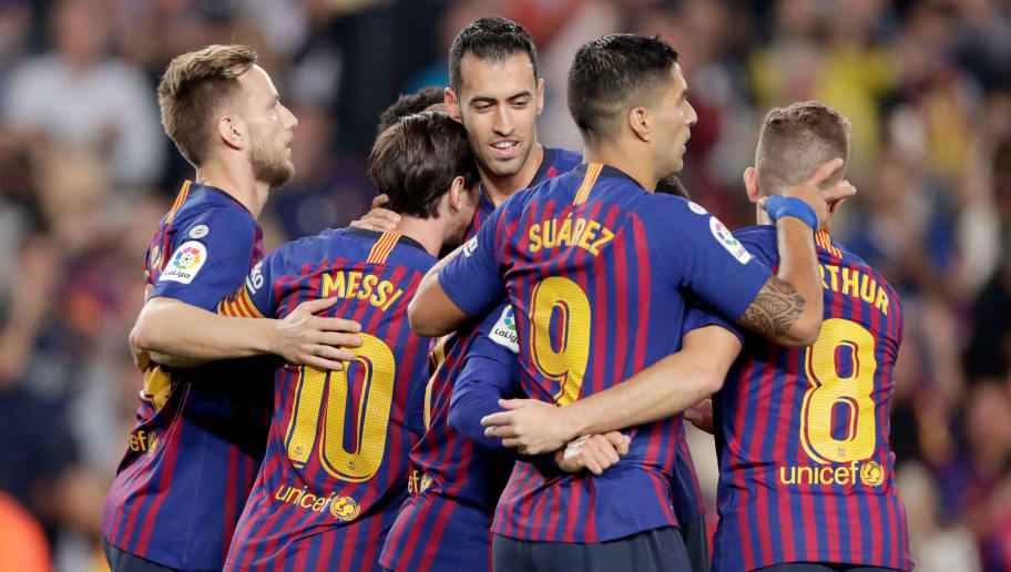 BARCELONA, SPAIN - OCTOBER 20: (L-R) Ivan Rakitic of FC Barcelona, Lionel Messi of FC Barcelona, Sergio Busquets of FC Barcelona, Luis Suarez of FC Barcelona, Arthur of FC Barcelona during the La Liga Santander  match between FC Barcelona v Sevilla at the Camp Nou on October 20, 2018 in Barcelona Spain (Photo by Jeroen Meuwsen/Soccrates/Getty Images)