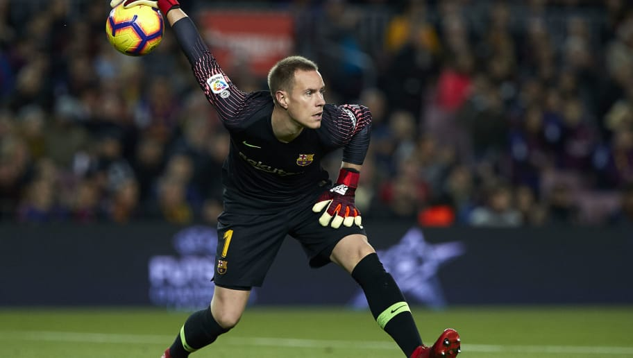 BARCELONA, SPAIN - DECEMBER 02: Ter Stegen of Barcelona throws the ball during the La Liga match between FC Barcelona and Villarreal CF at Camp Nou on December 02, 2018 in Barcelona, Spain. (Photo by Quality Sport Images/Getty Images)