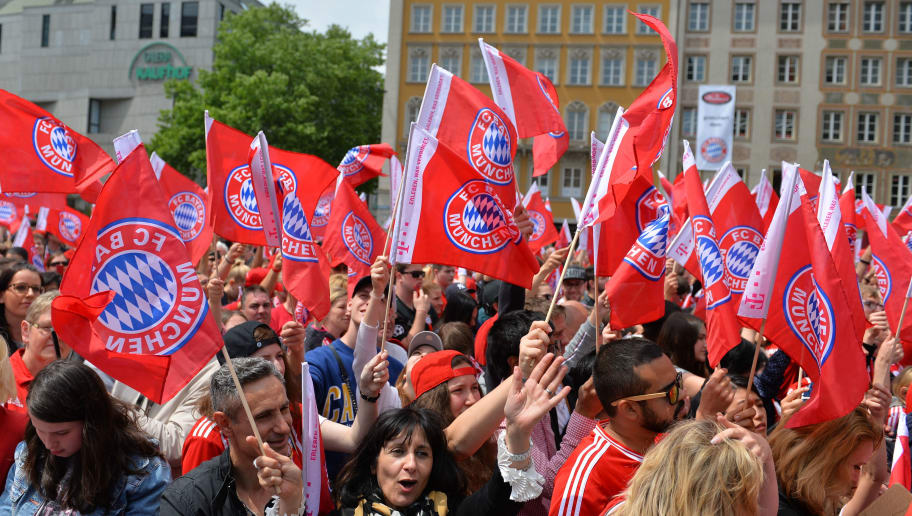MUNICH, GERMANY - MAY 20: Fans of FC Bayern Muenchen are seen with flags during the celebration of FC Bayern Muenchen at the Marienplatz on May 20, 2018 in Munich, Germany. (Photo by TF-Images/Getty Images)