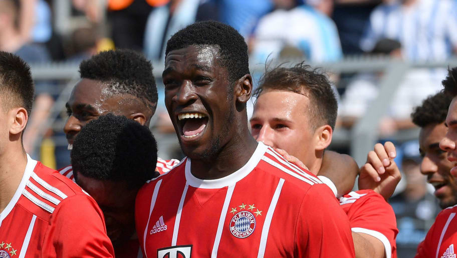 MUNICH, GERMANY - APRIL 29: Kwasi Okyere Wriedt (r)  of Bayern Meunchen celebrates with teammates scoring his teams first goal during the Regionalliga Bayern match between FC Bayern Muenchen II and TSV 1860 Muenchen at Stadion an der Gruenwalder Strasse on April 29, 2018 in Munich, Germany. (Photo by Sebastian Widmann/Bongarts/Getty Images)