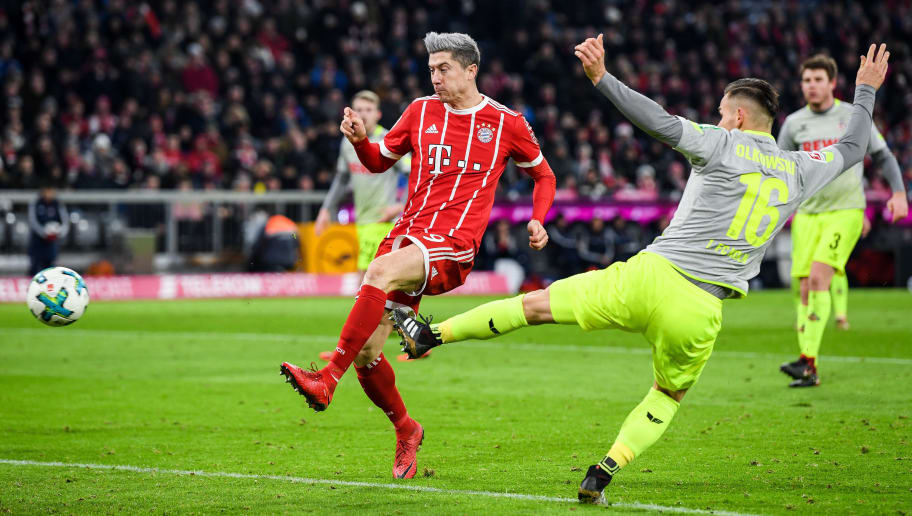 MUNICH, GERMANY - DECEMBER 13:  Robert Lewandowski #9 of Bayern Munich scores his team's first goal past Pawel Olkowski #16 of 1.FC Koeln to make it 1-0 during the Bundesliga match between FC Bayern Muenchen and 1. FC Koeln at Allianz Arena on December 13, 2017 in Munich, Germany.  (Photo by Matthias Hangst/Bongarts/Getty Images)