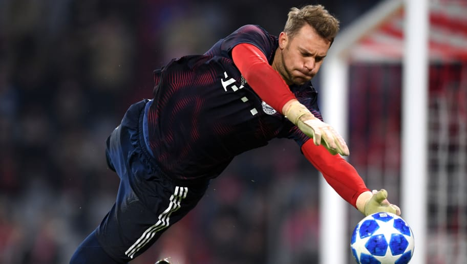 MUNICH, GERMANY - NOVEMBER 07:  Manuel Neuer of Bayern Munich warms up ahead of the UEFA Champions League Group E match of the  between FC Bayern Muenchen and AEK Athens at Fussball Arena Muenchen on November 7, 2018 in Munich, Germany.  (Photo by Matthias Hangst/Bongarts/Getty Images)