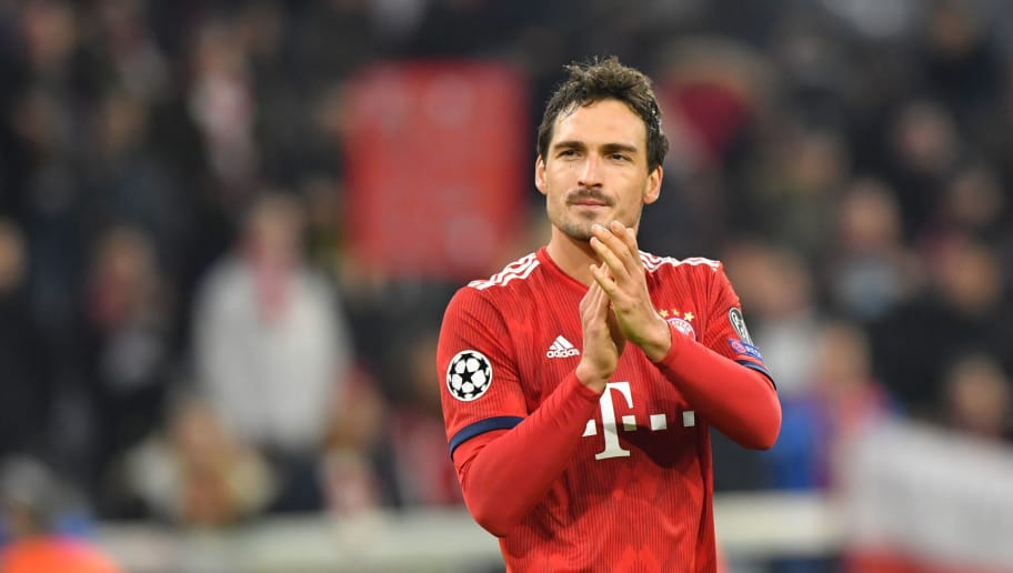 MUNICH, GERMANY - NOVEMBER 07: Mats Hummels of Bayern Muenchen celebrates with the fans after the Group E match of the UEFA Champions League between FC Bayern Muenchen and AEK Athens at Allianz Arena on November 7, 2018 in Munich, Germany. (Photo by Sebastian Widmann/Bongarts/Getty Images)