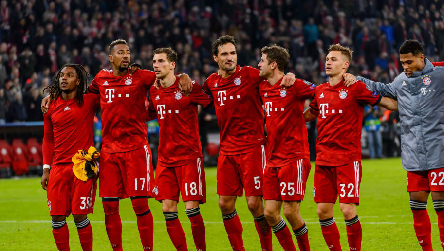 MUNICH, GERMANY - NOVEMBER 07: Renato Sanches of Bayern Muenchen, Jerome Boateng of Bayern Muenchen, Leon Goretzka of Bayern Muenchen, Mats Hummels of Bayern Muenchen, Thomas Mueller of Bayern Muenchen, Joshua Kimmich of Bayern Muenchen and Serge Gnabry of Bayern Muenchen after winning the Group E match of the UEFA Champions League between FC Bayern Muenchen and AEK Athens at Allianz Arena on November 7, 2018 in Munich, Germany. (Photo by TF-Images/Getty Images)