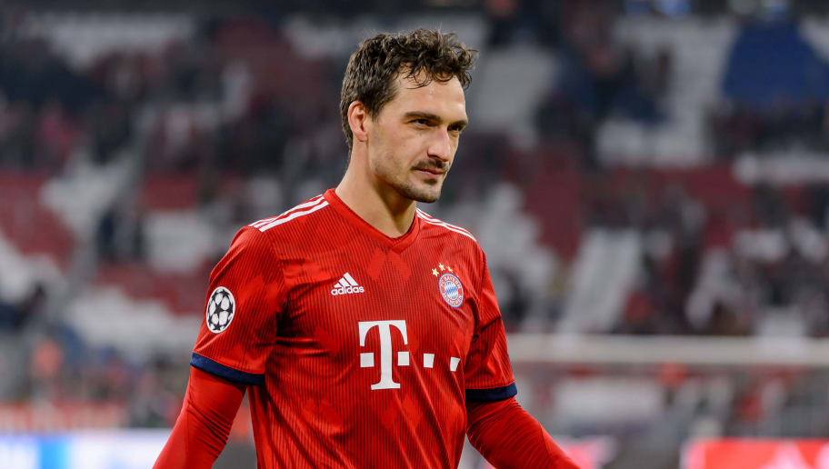 MUNICH, GERMANY - NOVEMBER 07: Mats Hummels of Bayern Muenchen looks on during the Group E match of the UEFA Champions League between FC Bayern Muenchen and AEK Athens at Allianz Arena on November 7, 2018 in Munich, Germany. (Photo by TF-Images/Getty Images)
