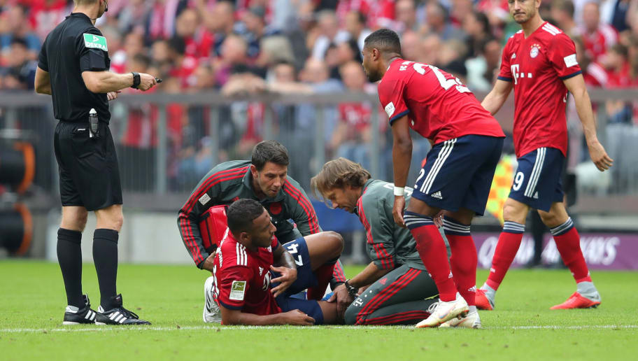 MUNICH, GERMANY - SEPTEMBER 15:  Corentin Tolisso of Bayern Munich goes down injured during the Bundesliga match between FC Bayern Muenchen and Bayer 04 Leverkusen at Allianz Arena on September 15, 2018 in Munich, Germany.  (Photo by Alexander Hassenstein/Bongarts/Getty Images)