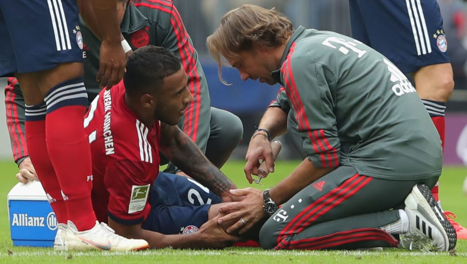 MUNICH, GERMANY - SEPTEMBER 15:  Corentin Tolisso of  Bayern Muenchen receives medical treatment by team doctor Peter Ueblacker after getting injured during the Bundesliga match between FC Bayern Muenchen and Bayer 04 Leverkusen at Allianz Arena on September 15, 2018 in Munich, Germany.  (Photo by Alexander Hassenstein/Bongarts/Getty Images)