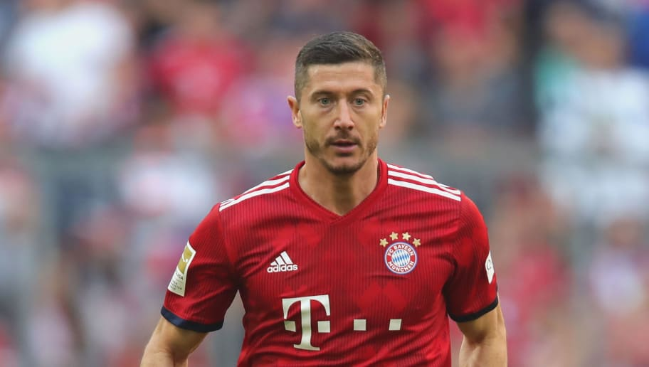 MUNICH, GERMANY - SEPTEMBER 15:  Robert Lewandowski  of Bayern Muenchen runs with the ball during the Bundesliga match between FC Bayern Muenchen and Bayer 04 Leverkusen at Allianz Arena on September 15, 2018 in Munich, Germany.  (Photo by Alexander Hassenstein/Bongarts/Getty Images)