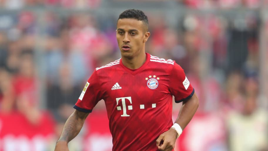 MUNICH, GERMANY - SEPTEMBER 15:  Thiago Alcantara of Bayern Muenchen runs with the ball during the Bundesliga match between FC Bayern Muenchen and Bayer 04 Leverkusen at Allianz Arena on September 15, 2018 in Munich, Germany.  (Photo by Alexander Hassenstein/Bongarts/Getty Images)