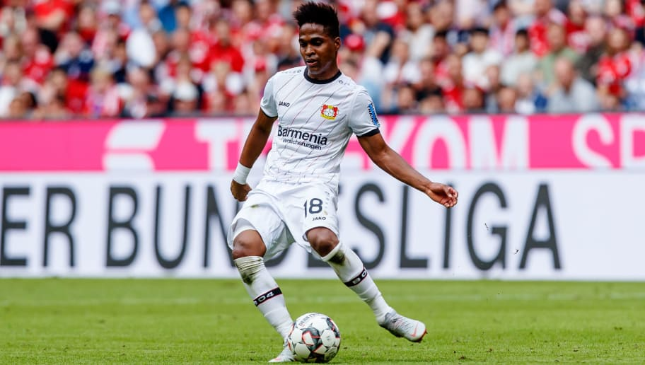 MUNICH, GERMANY - SEPTEMBER 15: Wendell of Leverkusen controls the ball during the Bundesliga match between FC Bayern Muenchen and Bayer 04 Leverkusen on September 15, 2018 in Munich, Germany. (Photo by TF-Images/Getty Images)