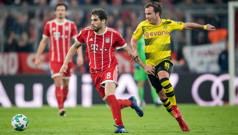 MUNICH, GERMANY - MARCH 31:  Javier Martinez of FC Bayern Muenchen is challenged by Mario Goetze of Borussia Dortmund  during the Bundesliga match between FC Bayern Muenchen and Borussia Dortmund at Allianz Arena on March 31, 2018 in Munich, Germany.  (Photo by Boris Streubel/Getty Images)