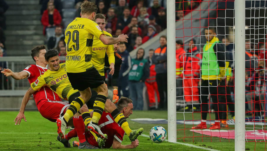 MUNICH, GERMANY - MARCH 31: Robert Lewandowski of Muenchen scores the team`s fourth goal during the Bundesliga match between Bayern Muenchen and Borussia Dortmund at Allianz Arena on March 31, 2018 in Munich, Germany. (Photo by TF-Images/Getty Images)