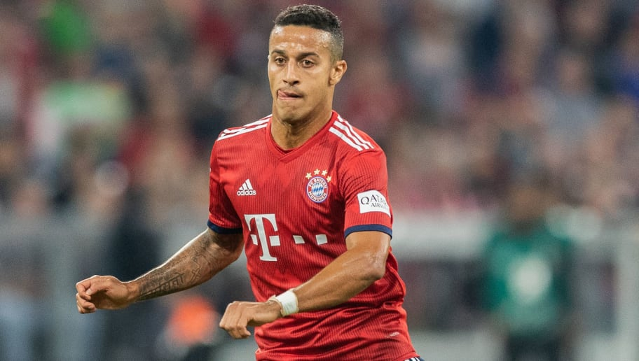 MUNICH, GERMANY - OCTOBER 06: Thiago Alcantara of FC Bayern Muenchen runs with the ball during the Bundesliga match between FC Bayern Muenchen and Borussia Moenchengladbach at Allianz Arena on October 6, 2018 in Munich, Germany. (Photo by Boris Streubel/Getty Images)