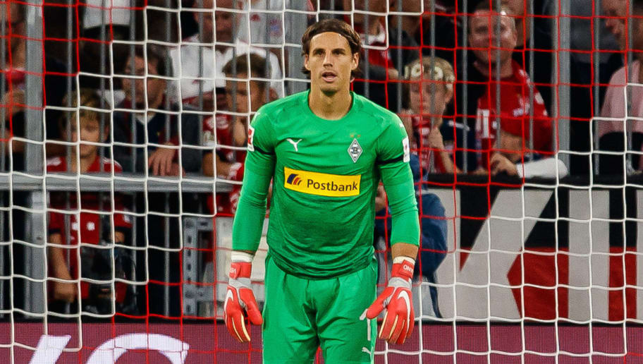 MUNICH, GERMANY - OCTOBER 06: Goalkeeper Yann Sommer of Borussia Moenchengladbach controls the ball during the Bundesliga match between FC Bayern Muenchen and Borussia Moenchengladbach at Allianz Arena on October 6, 2018 in Munich, Germany. (Photo by TF-Images/Getty Images)