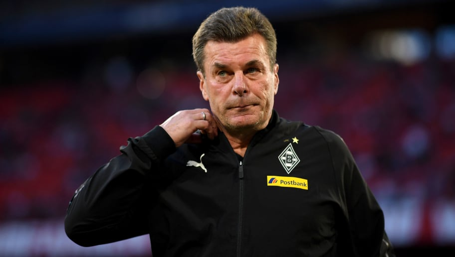 MUNICH, GERMANY - OCTOBER 06:  Dieter Hecking, Manager of Borussia Monchengladbach looks on prior to the Bundesliga match between FC Bayern Muenchen and Borussia Moenchengladbach at Allianz Arena on October 6, 2018 in Munich, Germany.  (Photo by Matthias Hangst/Bongarts/Getty Images)