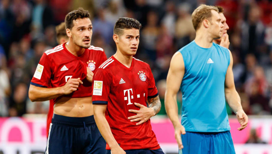 MUNICH, GERMANY - OCTOBER 06: Mats Hummels of Bayern Muenchen, James Rodriguez of Bayern Muenchen and Goalkeeper Manuel Neuer of Bayern Muenchen looks dejected during the Bundesliga match between FC Bayern Muenchen and Borussia Moenchengladbach at Allianz Arena on October 6, 2018 in Munich, Germany. (Photo by TF-Images/Getty Images)