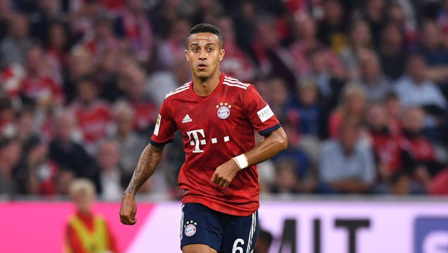 MUNICH, GERMANY - OCTOBER 06: Thiago Alcantara of Bayern Muenchen plays the ball during the Bundesliga match between FC Bayern Muenchen and Borussia Moenchengladbach at Allianz Arena on October 6, 2018 in Munich, Germany. (Photo by Sebastian Widmann/Bongarts/Getty Images)