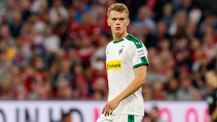 MUNICH, GERMANY - OCTOBER 06: Matthias Ginter of Borussia Moenchengladbach looks on during the Bundesliga match between FC Bayern Muenchen and Borussia Moenchengladbach at Allianz Arena on October 6, 2018 in Munich, Germany. (Photo by TF-Images/Getty Images)