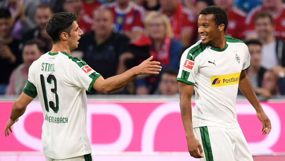 MUNICH, GERMANY - OCTOBER 06:  Tony Jantschke of Borussia Monchengladbach celebrates with teammate Lars Stindl of Borussia Monchengladbach after scoring his team's first goal  during the Bundesliga match between FC Bayern Muenchen and Borussia Moenchengladbach at Allianz Arena on October 6, 2018 in Munich, Germany.  (Photo by Matthias Hangst/Bongarts/Getty Images)