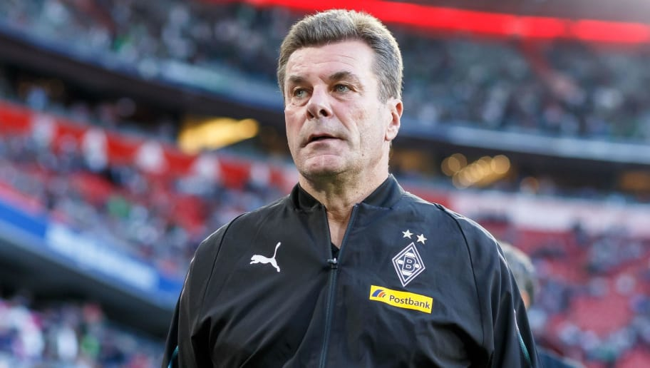 MUNICH, GERMANY - OCTOBER 06: Head coach Dieter Hecking of Borussia Moenchengladbach looks on prior to the Bundesliga match between FC Bayern Muenchen and Borussia Moenchengladbach at Allianz Arena on October 6, 2018 in Munich, Germany. (Photo by TF-Images/Getty Images)