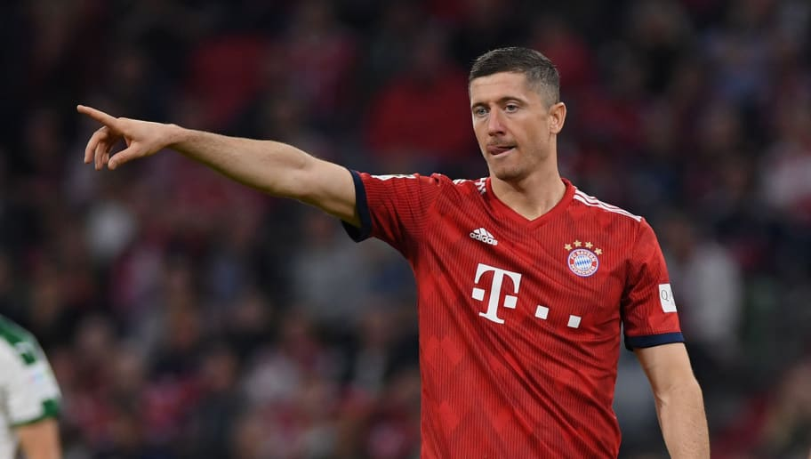 MUNICH, GERMANY - OCTOBER 06: Robert Lewandowksi of FC Bayern Muenchen  gestures during the Bundesliga match between FC Bayern Muenchen and Borussia Moenchengladbach at Allianz Arena on October 06, 2018 in Munich, Germany. (Photo by Matthias Hangst/Bongarts/Getty Images)