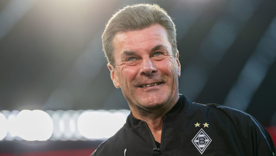 MUNICH, GERMANY - OCTOBER 06: Head coach Dieter Hecking of Borussia Moenchengladbach looks on prior to  the Bundesliga match between FC Bayern Muenchen and Borussia Moenchengladbach at Allianz Arena on October 6, 2018 in Munich, Germany. (Photo by Boris Streubel/Getty Images)