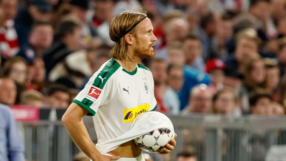 MUNICH, GERMANY - OCTOBER 06: Michael Lang of Borussia Moenchengladbach controls the ball during the Bundesliga match between FC Bayern Muenchen and Borussia Moenchengladbach at Allianz Arena on October 6, 2018 in Munich, Germany. (Photo by TF-Images/Getty Images)