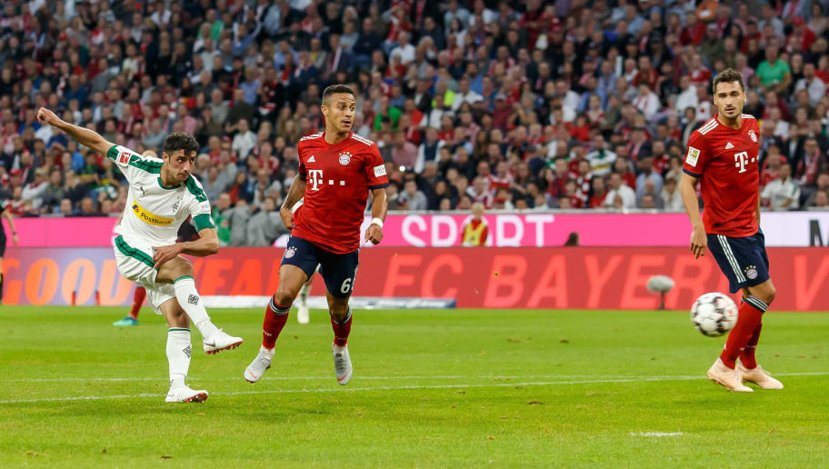 MUNICH, GERMANY - OCTOBER 06: Lars Stindl of Borussia Moenchengladbach scores the team`s second goal during the Bundesliga match between FC Bayern Muenchen and Borussia Moenchengladbach at Allianz Arena on October 6, 2018 in Munich, Germany. (Photo by TF-Images/Getty Images)