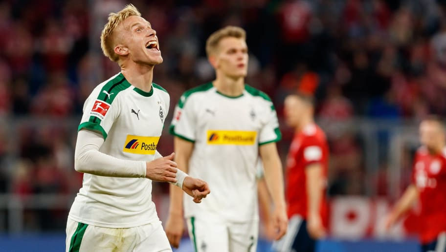 MUNICH, GERMANY - OCTOBER 06: Oscar Wendt of Borussia Moenchengladbach celebrates after winning the Bundesliga match between FC Bayern Muenchen and Borussia Moenchengladbach at Allianz Arena on October 6, 2018 in Munich, Germany. (Photo by TF-Images/Getty Images)