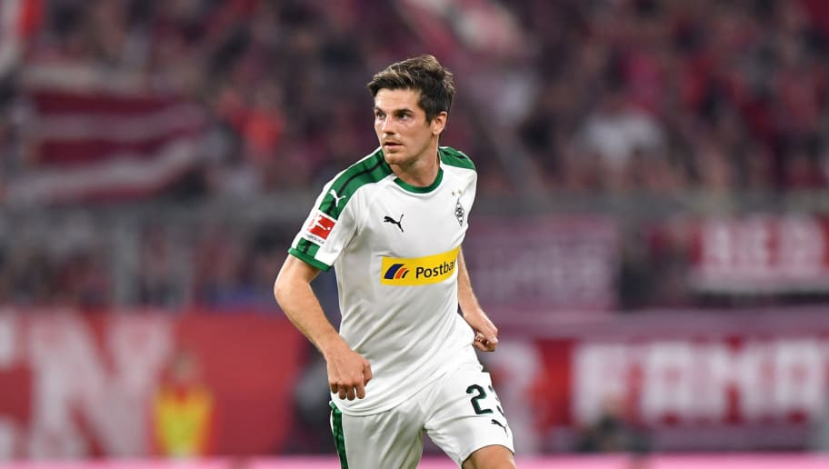 MUNICH, GERMANY - OCTOBER 06: Jonas Hofmann of Moenchengladbach plays the ball during the Bundesliga match between FC Bayern Muenchen and Borussia Moenchengladbach at Allianz Arena on October 6, 2018 in Munich, Germany. (Photo by Sebastian Widmann/Bongarts/Getty Images)