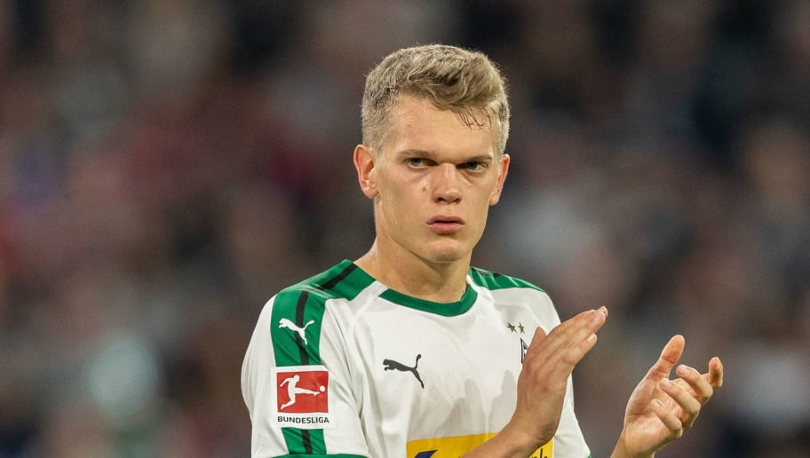 MUNICH, GERMANY - OCTOBER 06: Matthias Ginter of Borussia Moenchengladbach reacts during the Bundesliga match between FC Bayern Muenchen and Borussia Moenchengladbach at Allianz Arena on October 6, 2018 in Munich, Germany. (Photo by Boris Streubel/Getty Images)