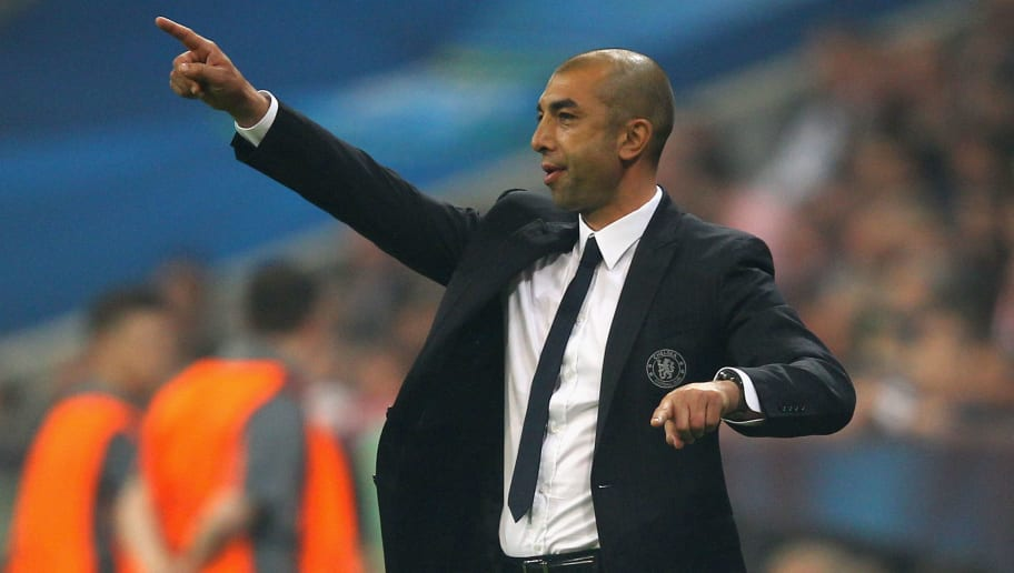 MUNICH, GERMANY - MAY 19:  Roberto Di Matteo interim manager of Chelsea gives instructions from the sideline during the UEFA Champions League Final between FC Bayern Muenchen and Chelsea at the Fussball Arena München on May 19, 2012 in Munich, Germany.  (Photo by Alex Livesey/Getty Images)