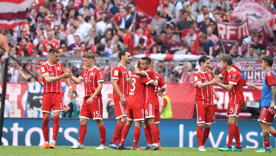 MUNICH, GERMANY - APRIL 28: Players of Bayern Muenchen celebrate after the Bundesliga match between FC Bayern Muenchen and Eintracht Frankfurt at Allianz Arena on April 28, 2018 in Munich, Germany. (Photo by Sebastian Widmann/Bongarts/Getty Images)