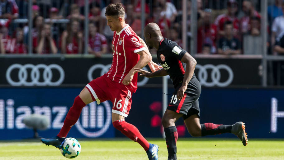 MUNICH, GERMANY - APRIL 28: Meritan Shabani of Muenchen and Jetro Danovich Sexer Willems of Frankfurt battle for the ball during the Bundesliga match between FC Bayern Muenchen and Eintracht Frankfurt at Allianz Arena on April 28, 2018 in Munich, Germany. (Photo by TF-Images/Getty Images)